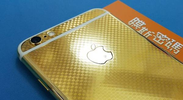 """China initiated the production of exclusive iPhone 6 from 24-karat gold textured """"carbon"""""""